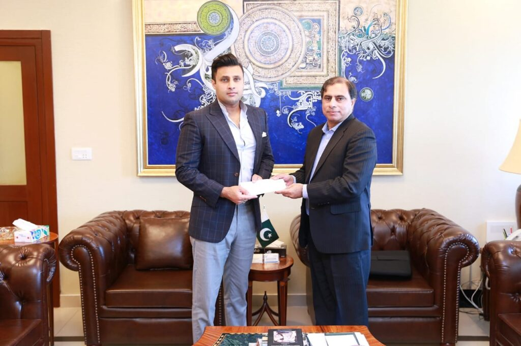 SAPM Zulfi Bukhari receives donation of Rs 7 million towards Corona Relief Fund from Zong