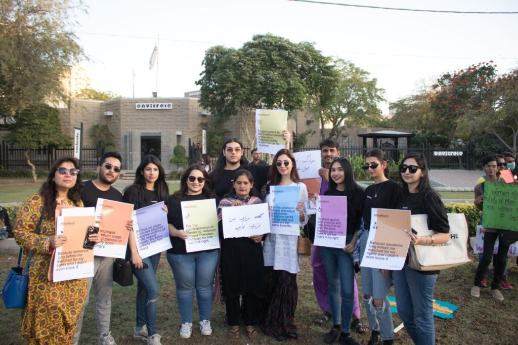 Mahira Khan is standing with activists in support of Aurat March on 8 March 2020