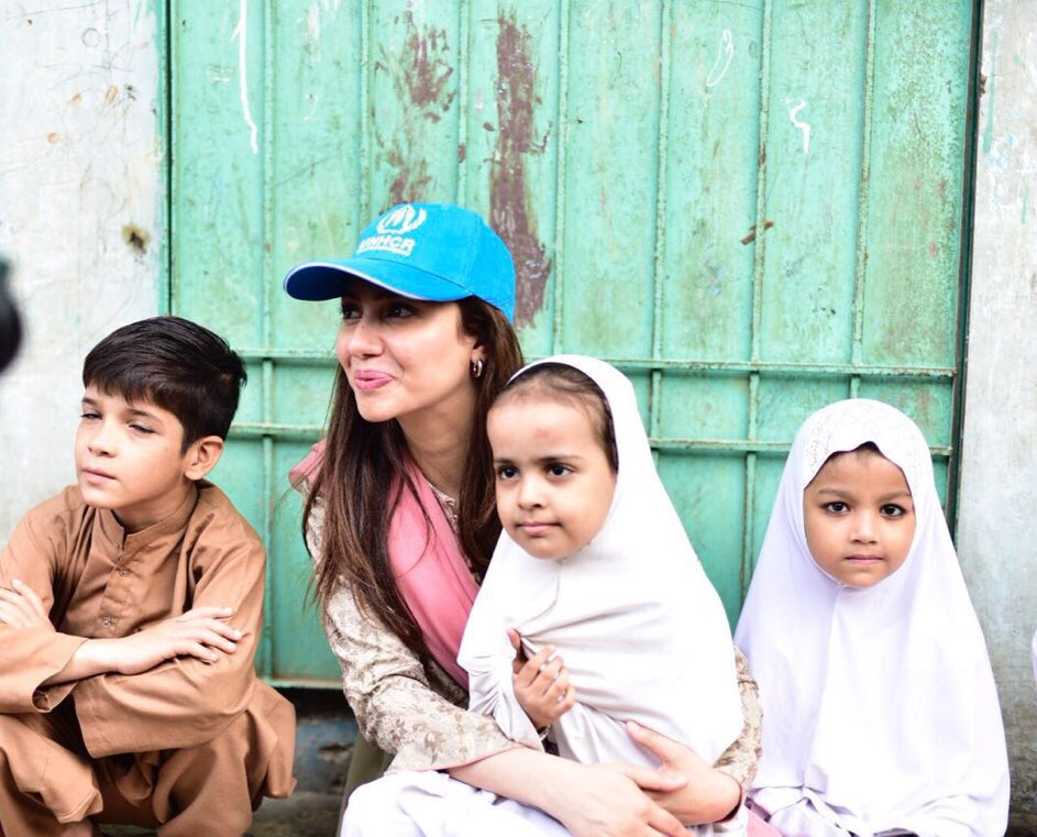 Mahira Khan sitting with refugees on World Refugees Day